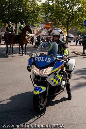 Polis ledde t�get
