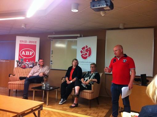 Panelsamtal med n�ringslivet, facket och ungdomen :)